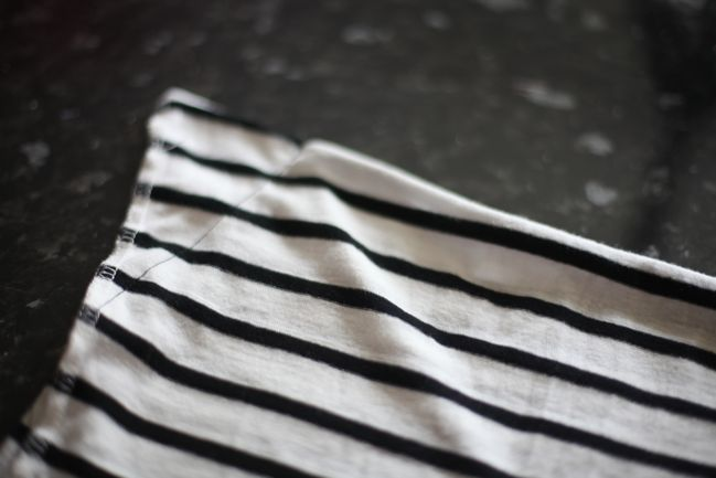 super easy sewing tutorial :: skirt from a t-shirt