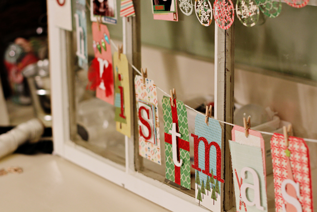how to decorate a window for christmas