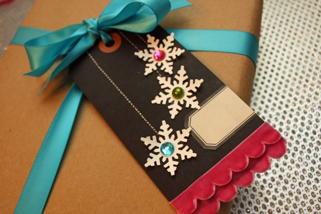 Christmas gift wrap tag tutorial by mindy miller
