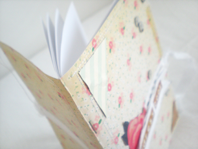 mini books:: a scrapbook tutorial by lucia barabas @ shimelle.com